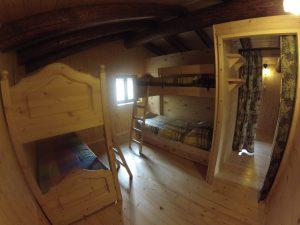 Prima camera con due letto a castello